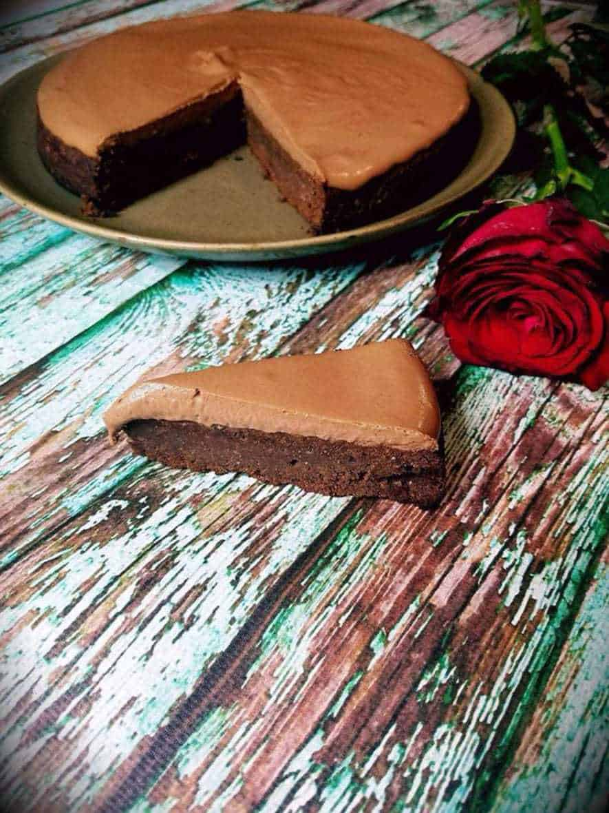 EASY KETO CHOCOLATE MOUSSE CAKE