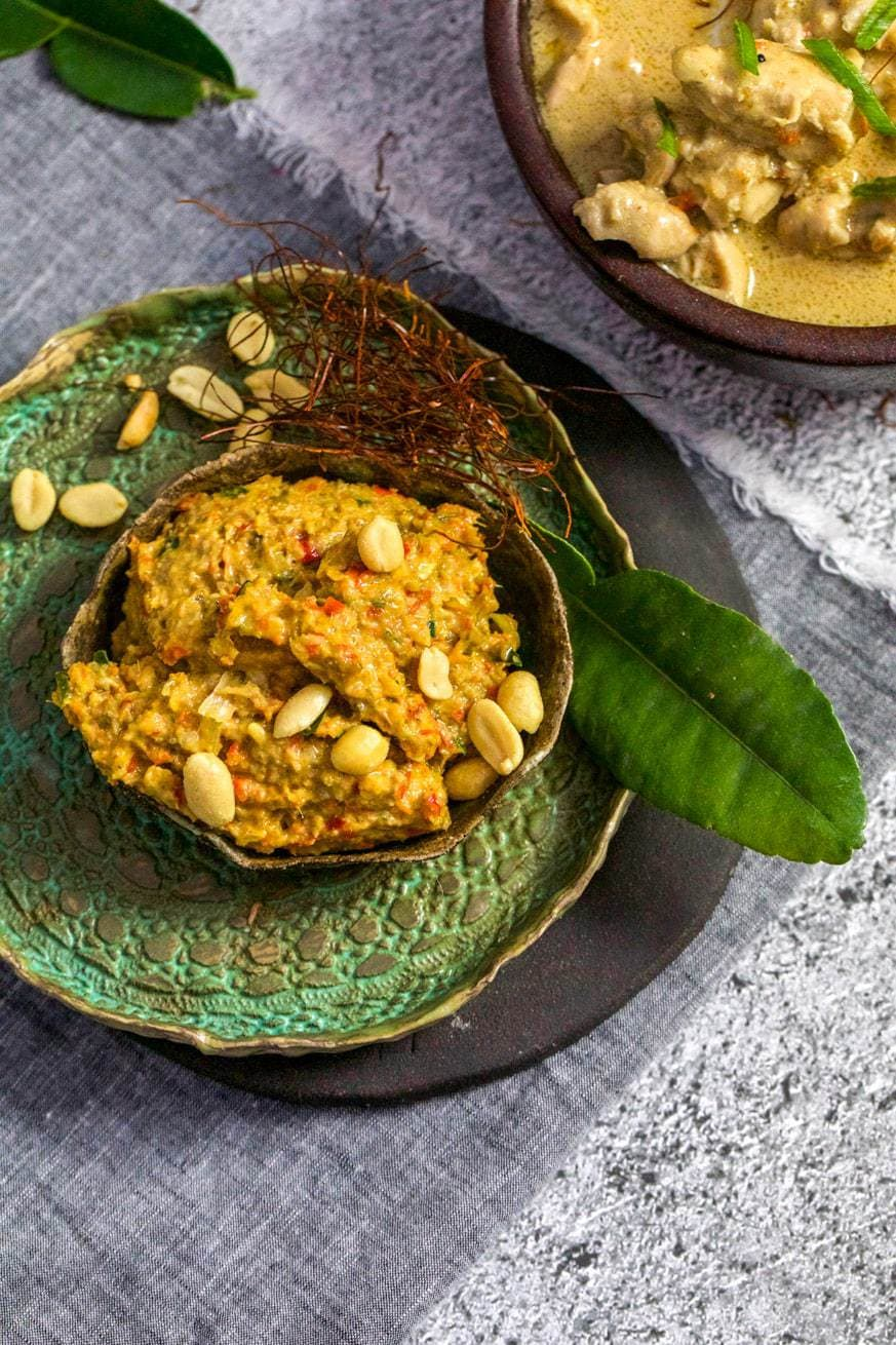 MaPanang Curry Paste in pottery bowl