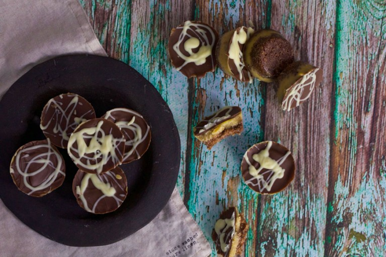 chocolate caramel tarts on green wood and black plate
