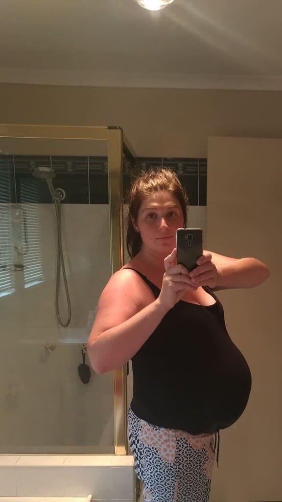A keto pregnant woman in a mirror