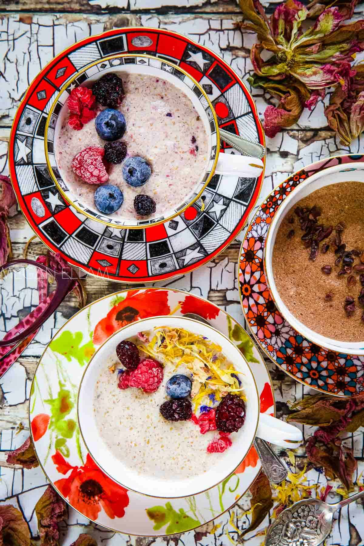 Keto oatmeal with various flavours and toppings.